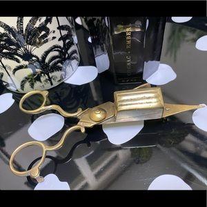 VINTAGE snuff box candle wick scissors